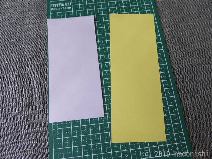 台紙となる厚紙を2枚切り出す