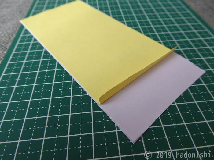 厚紙を2枚合わせて台紙を作る