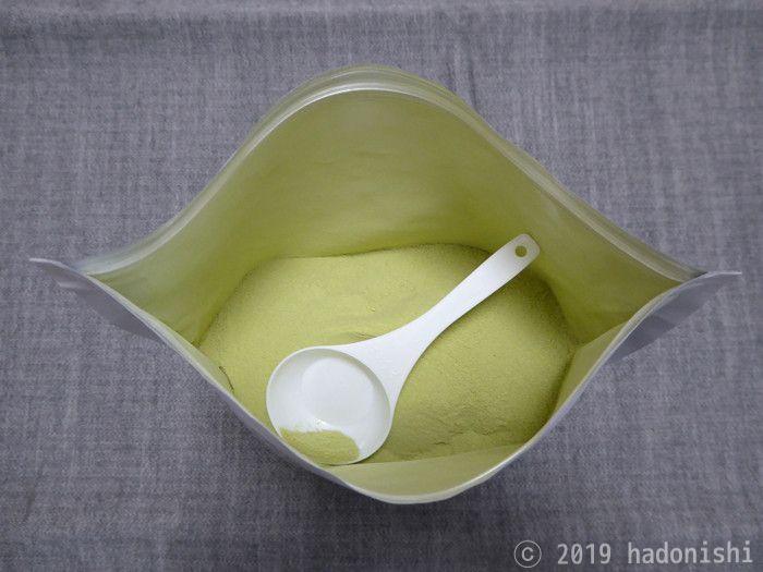 ハイクリアー WPCホエイ グラスフェッド プロテイン 抹茶味 粉の見た目