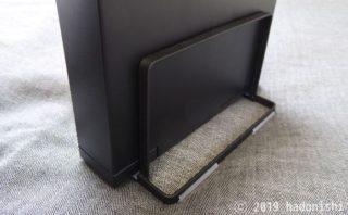 セリアのシンプルなまな板スタンドは外付けHDDスタンドとしても使える