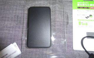 エレコム モバイルバッテリー DE-M09-5000BK 開けたところ