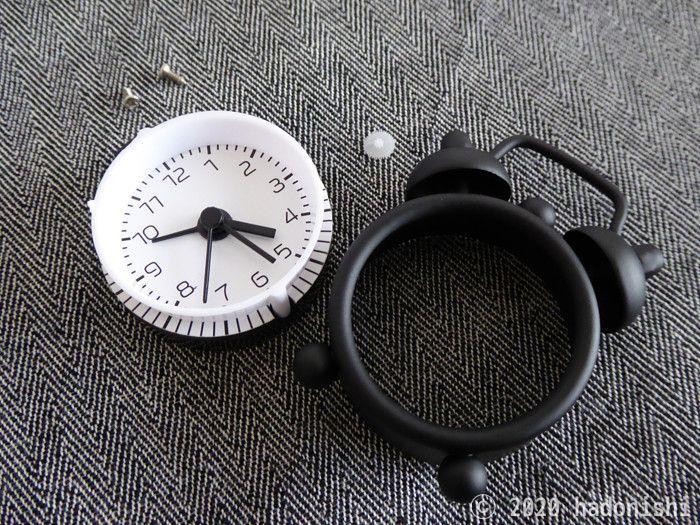 直せなくなった時計。白い歯車は失敗の証