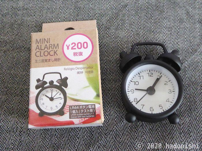 ミニ目覚まし時計のパッケージと本体